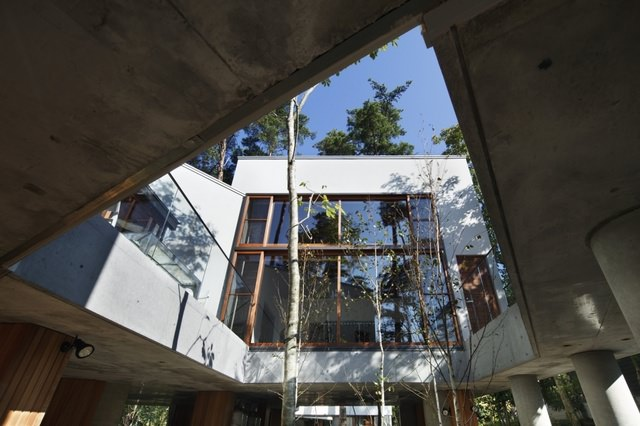Residence in Daisen [The Aperture in the Forest] thumbnail5